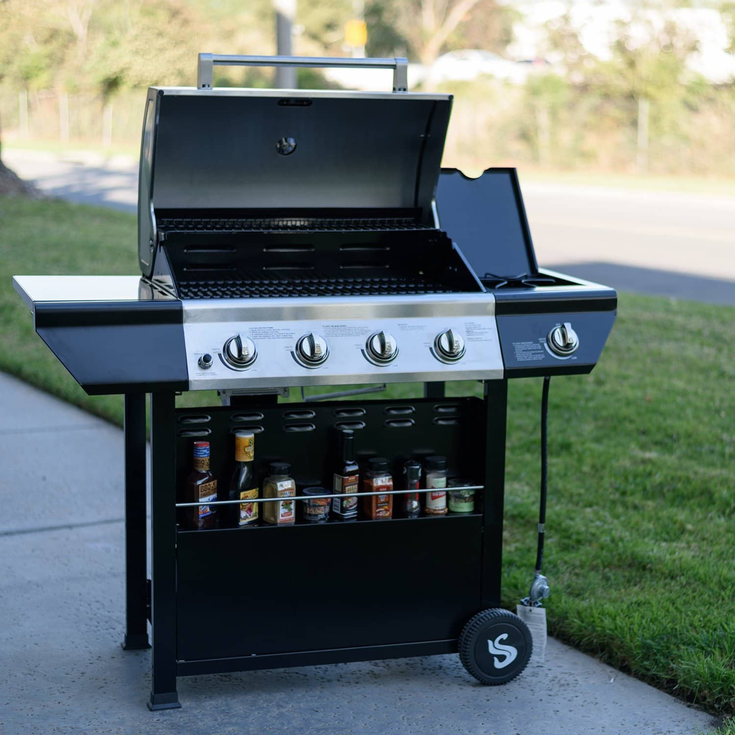 best gas grills october 2018 buyer 39 s guide and reviews. Black Bedroom Furniture Sets. Home Design Ideas
